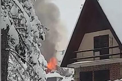 VATROGASCI SE BORE S PLAMENOM Požar progutao krov objekta na Zlatiboru (FOTO)