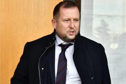 SASLUŠANJE IVE TRAJE VEĆ VIŠE OD TRI SATA Advokat Mike Aleksića napustio Više javno tužilaštvo