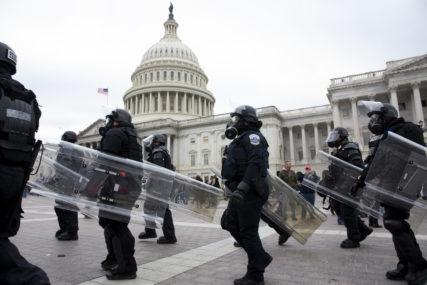 PRISTALICE TRAMPA SE NAORUŽALE Zaplijenjena velika količina oružja u Vašingtonu