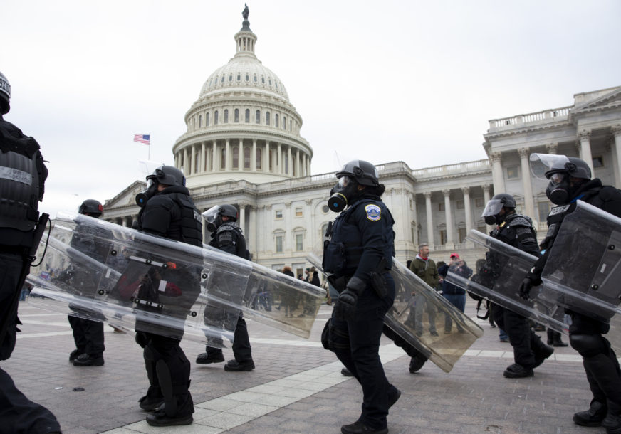 NAKON NEREDA U AMERICI Blokiran zahtjev za rezoluciju o opozivu Trampa