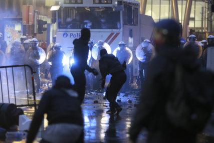 VELIKI NEREDI U BRISELU Demonstranti zapalili ulaz u policijsku stanicu, polupali vozila, bankomate i radnje