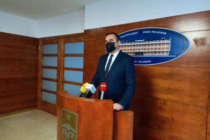 """""""MLADI BITNA KARIKA"""" Stipendije odobrene svim studentima koji su konkurisali u Prijedoru"""