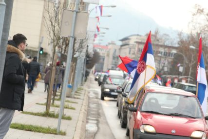 U ČIJE IME BOŠNJAČKI POLITIČARI TRAŽE IZVINJENJE Premijer Crne Gore na meti sarajevske čaršije povodom Dana Republike