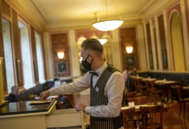 KRŠENJE MJERA KOŠTALO IH POLA MILIONA KM Do sada privremeno zatvoreno 50 ugostiteljskih objekata u Srpskoj