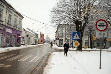 HLADNOĆA I SNIJEG USPORILI RADOVE Prijedor za obnovu Kostajnice uplatio 7.000 KM