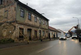 Nakon razornog zemljotresa u Kostajnici: Šteta veća od 700.000 KM, pomoć obećalo Udruženje vodovoda Srpske