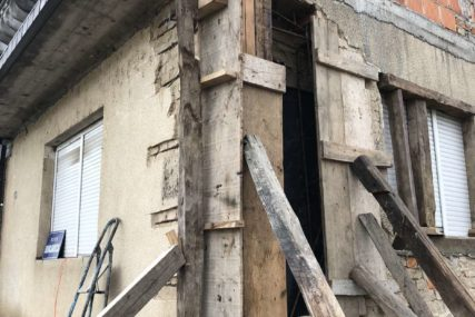 POMOĆ ZA 53 PORODICE Podjela građevinskog materijala u Kostajnici od ove sedmice