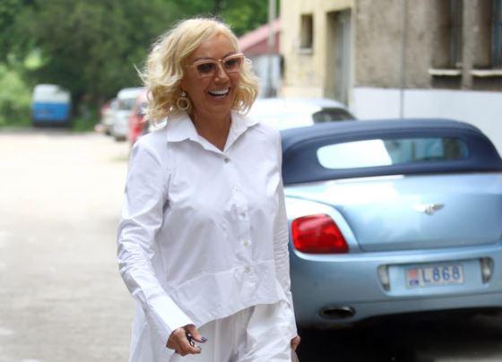 BRENU TRETIRAJU KAO KRALJICU Pjevačica uživa u Dubaiju, ne žali novac