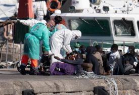 TALASI PREVRNULI BROD Utopila se 43 migranta kod libijske obale, 10 ljudi spašeno