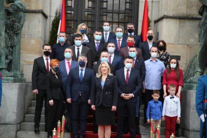 ONI SU HEROJI REPUBLIKE SRPSKE Željka Cvijanović uručila ordene medicinarima, borcima protiv korone (FOTO)