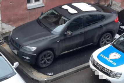 POZNATI PO AFERI S KATOLIČKIM SVEŠTENIKOM Bivšem momku FATALNE SAŠKE oduzet skupocjeni BMW (FOTO)