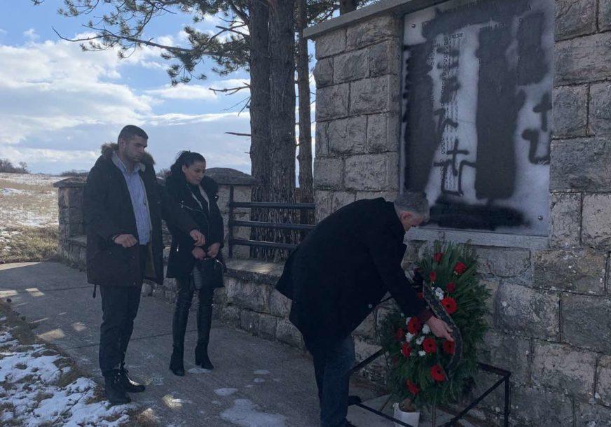 OSKRNAVLJEN SPOMENIK ŽRTVAMA USTAŠKOG TERORA Srbi iz Livna uznemireni, ministri digli glas