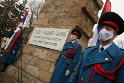 29 GODINA OD OSNIVANJA REPUBLIKE SRPSKE Položeni vijenci i ruže u centru Banjaluke (FOTO)