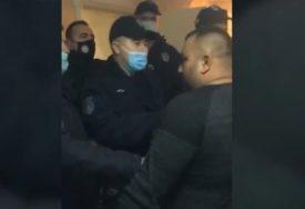 UDARALI IH PO GLAVU I TIJELU Policajci napadnuti kada su prekinuli proslavu Srpske nove godine (VIDEO)