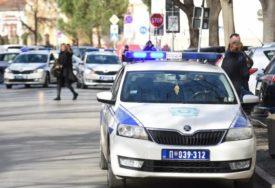 Dramatična potjera za mladićem: Sa drogom u džepu istrčao iz automobila i bježao od policije