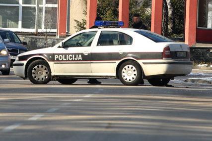 Teška saobraćajna nesreća kod Živinica: Dvije osobe povrijeđene u sudaru tri vozila