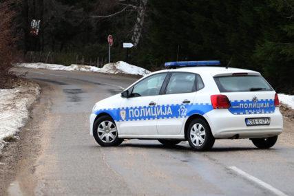 POVRIJEĐENO DVOJE LJUDI Saobraćajna nesreća u Šipovu, automobil sletio sa puta.