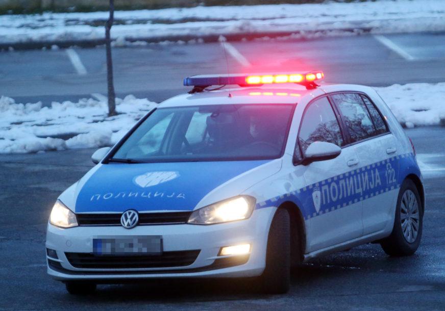 Dvije nesreće u noći: U sudaru dva automobila povrijeđene četiri osobe, vozilo završilo na krovu