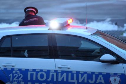 """""""Mercedes"""" sletio s puta kod Ljubije: Jedna osoba zadobila teže, a dvije lakše povrede"""