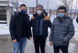 """""""HUMANOST NE POZNAJE GRANICE"""" Pupovac i Bišćan posjetili Kostajnicu, isporučena i pomoć (FOTO)"""