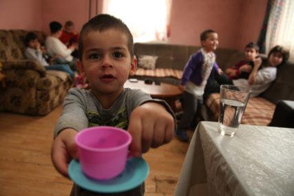 ŽIVOT I SNOVI NAJVEĆE PORODICE U BANJALUCI Suzana ima desetoro djece, jedan bubreg i JEDNU ŽELJU (VIDEO, FOTO)