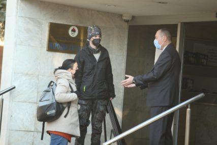 ČEKAJU NAPOLJU Predstavnicima medija ZABRANJENO da prisustvuju prvoj sjednici Skupštine grada (FOTO)