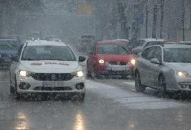 ZASNIJEŽENI KOLOVOZI, POLEDICA Vozači, budite oprezni u saobraćaju