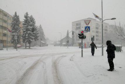 VIJAVICA U GRADIŠKI Visina bijelog pokrivača naglo se povećava (FOTO)