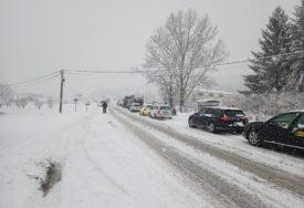 USPORITE VOŽNJU Na putevima ugažen snijeg i poledica