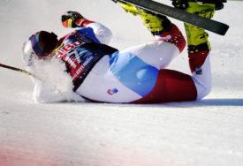 STRAVIČAN PAD Švajcarski skijaš prebačen u bolnicu (VIDEO)