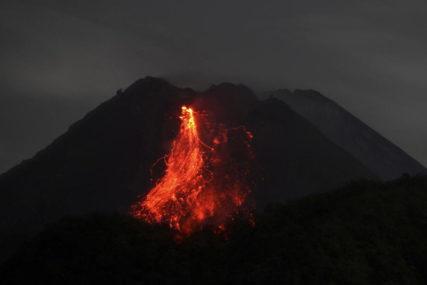 PRORADIO VULKAN MERAPI Rijeka lave duga 1.500 metara, uzbuna na drugom najvišem nivou