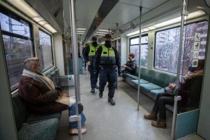 Pijana napravila haos u vozu: Srpkinja u Njemačkoj TUKLA I VRIJEĐALA LJUDE zato što su je opomenuli da stavi masku