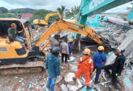 NAKON RAZORNOG ZEMLJOTRESA Broj žrtava u Indoneziji povećan na 56