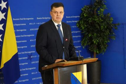 Tegeltija: O odlukama parlamenata razgovarati isključivo unutar BiH