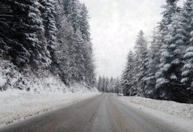POTREBNI LANCI Zbog novih snježnih padavina otežan saobraćaj