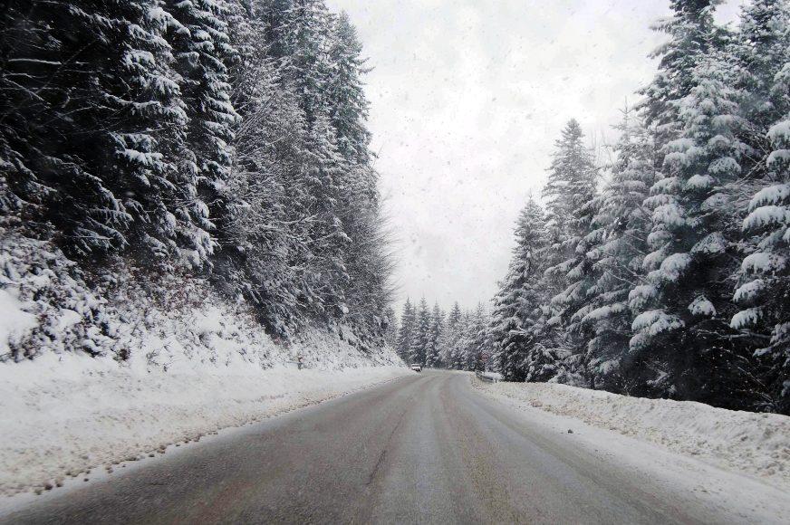 Snijeg otežava saobraćaj kod Sreberenice: Dva sela BEZ STRUJE