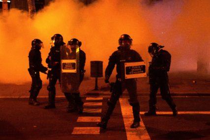 SUZAVAC I GUMENI MECI Demonstranti u Španiji traže oslobađanje muzičara Pabla Hasela, uhapšenog zbog tekstova pjesama (FOTO)