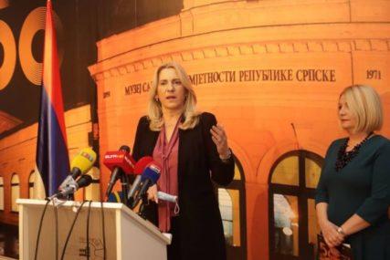 """""""Obilježavanjem jubileja pokazujemo razvojni put"""" Cvijanovićeva otvorila izložbu """"Od Galerije do Muzeja"""" (FOTO)"""