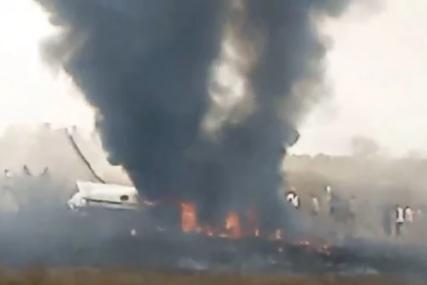 NASTAO VEĆI POŽAR Srušio se vojni avion u Nigeriji (VIDEO)