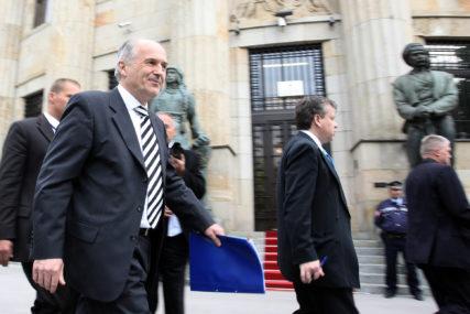 PRODUŽAVAJU MANDAT OHR Kako političari daju legitimitet visokom predstavniku za ostanak u BiH