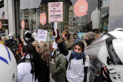 """Skoro 500 UHAPŠENIH na protestu u Briselu, među demonstrantima i """"žuti prsluci"""" i navijači (FOTO)"""