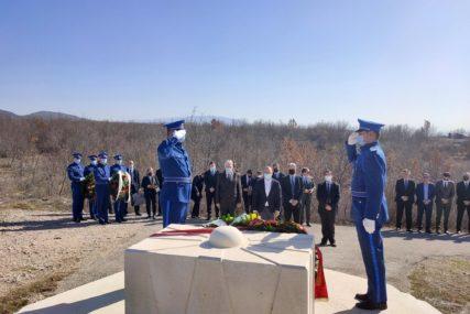 Položeni vijenci: Obilježeno 17 godina od pogibije makedonskog predsjednika Borisa Trajkovskog