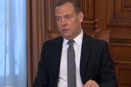 Medvedev PORUČUJE: Navaljni politička protuva, avanturistički hoće na vlast