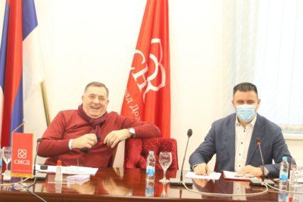 """""""SNSD je najjača partija koja ne treba da brine za budućnost"""" Dodik najavio  veliki stranački skup na Manjači"""