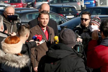 """""""ŠTA ĆE VATROGASCIMA FIĆO?"""" Stanivuković optužio Ćućuna za kupovinu službenog auta koji su vozili članovi njegove porodice"""