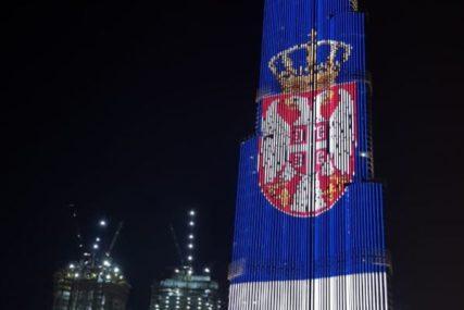 DUBAI U BOJAMA SRPSKE TROBOJKE Emirati odali počast Srbiji povodom Dana državnosti (FOTO)