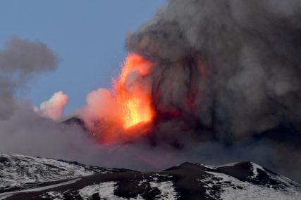 Etna ponovo izbacuje lavu i pepeo (VIDEO)