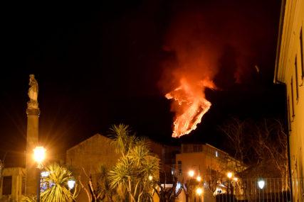 OBASJAO NEBO EKSPLOZIJAMA Vulkan Etna ponovo aktivan