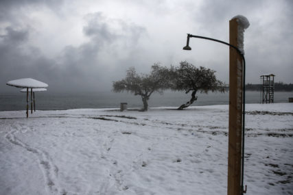 SNIJEG PREKRIO AKROPOLJ Nezapamćena zima u Grčkoj, dijelovi Atine ostali bez struje (FOTO)