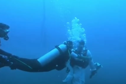 POSEBAN DAN Par iz Indije se vjenčao pod vodom (VIDEO)